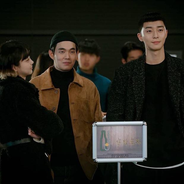 Bỏ qua Park Seo Joon đi, khán giả Tầng Lớp Itaewon đang đánh rơi liêm sỉ vì nhan sắc của đầu bếp chuyển giới đây này! - Ảnh 6.