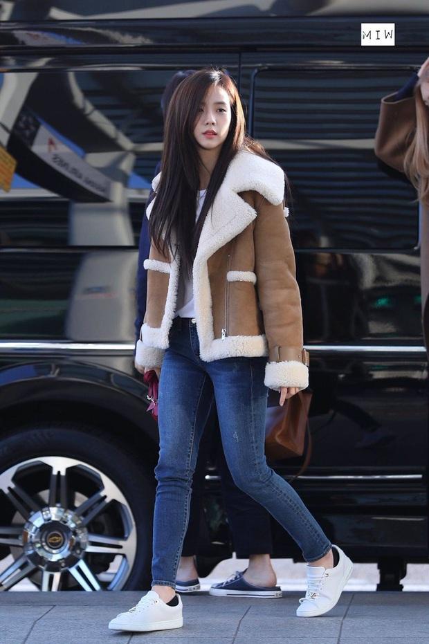 4 kiểu quần chân ái của Jisoo (Black Pink): Sành điệu miễn bàn mà hack dáng siêu ổn, nàng cao quanh 1m60 rất nên lưu tâm - Ảnh 11.