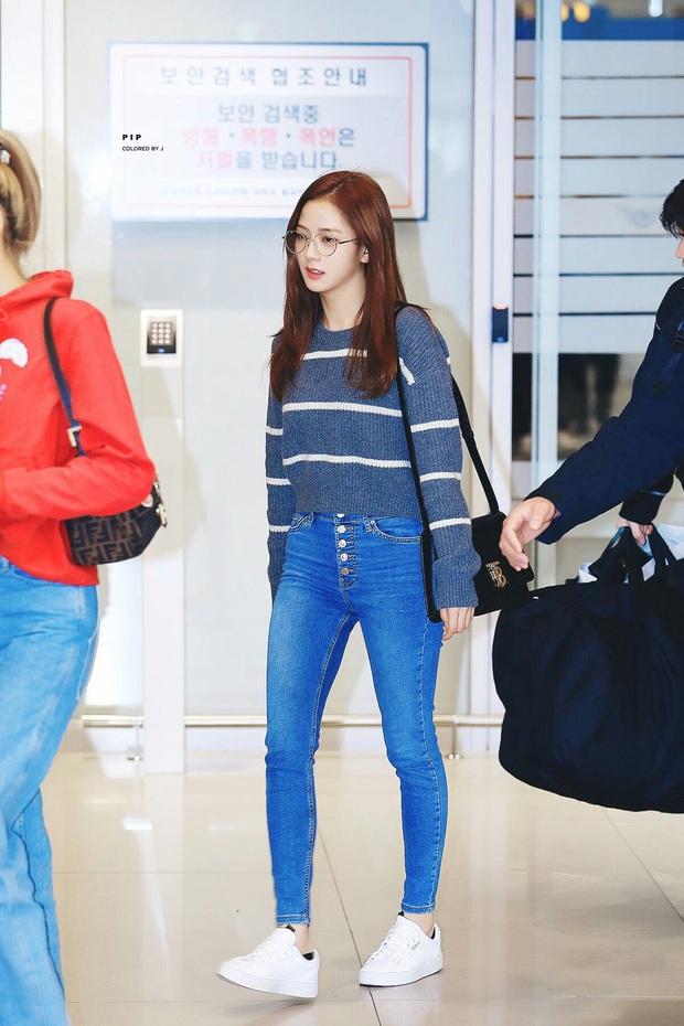 4 kiểu quần chân ái của Jisoo (Black Pink): Sành điệu miễn bàn mà hack dáng siêu ổn, nàng cao quanh 1m60 rất nên lưu tâm - Ảnh 13.