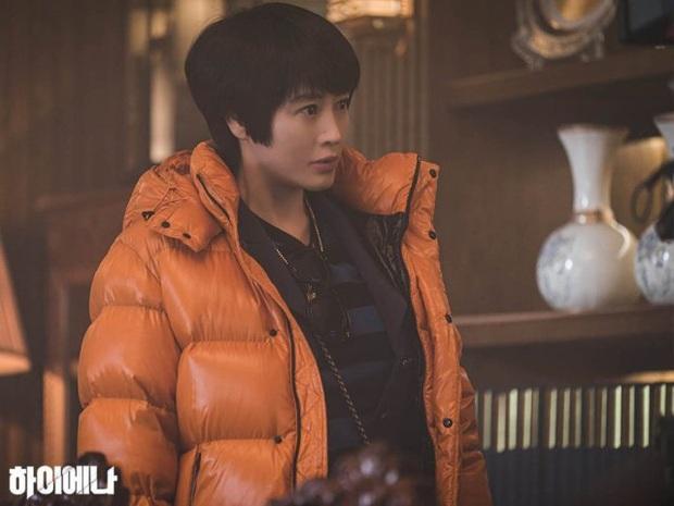 HYENA tập 5: Joo Ji Hoon và Kim Hye Soo ngớ người khi bị đồn làm chuyện ấy trong công ty - Ảnh 2.