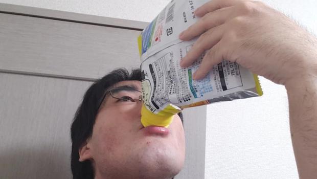 Bốc tay là xưa rồi, giờ xu hướng ăn snack mới của người Nhật phải là… cầm lên uống: Tất cả đều nhờ dụng cụ thần kỳ này! - Ảnh 10.