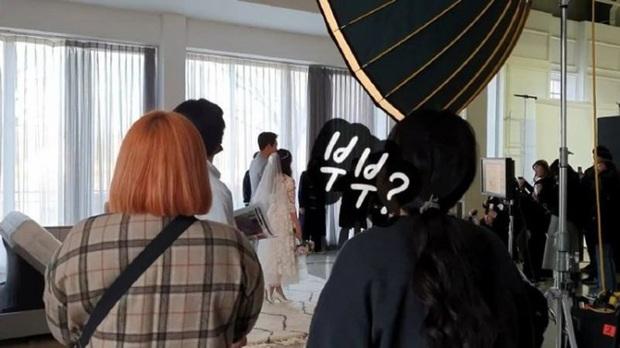 Sau 3 năm kết hôn, Kim Tae Hee và Bi Rain bất ngờ chụp ảnh cưới, khiến fan bấn loạn - Ảnh 4.