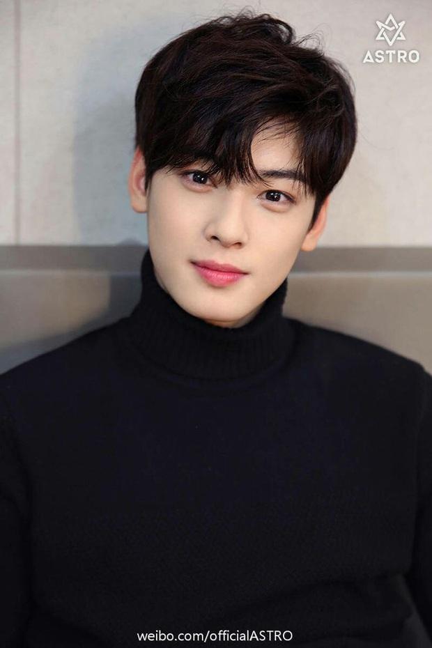 BXH 10 idol nam đẹp tự nhiên của Kpop: Vị trí top 3 gây bất ngờ, no.1 thuộc về nam thần BTS nào? - Ảnh 14.