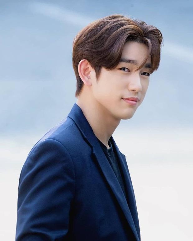 BXH 10 idol nam đẹp tự nhiên của Kpop: Vị trí top 3 gây bất ngờ, no.1 thuộc về nam thần BTS nào? - Ảnh 16.