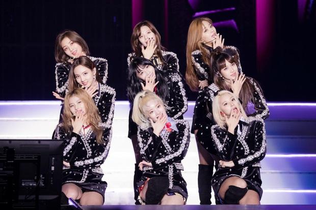 """Kpop """"thất thủ"""" tại Nhật Bản khi TWICE, Red Velvet, Super Junior,… phải hoãn concert, hàng loạt nhóm nhạc hủy lịch trình vì dịch COVID-19 - Ảnh 1."""