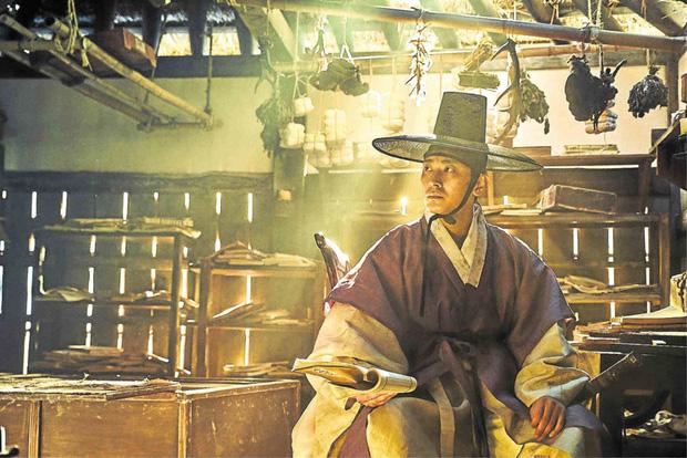 Joo Ji Hoon - Phượng hoàng lửa thiêu sạch scandal, khẳng định đẳng cấp diễn viên hàng đầu Châu Á với series Kingdom - Ảnh 16.
