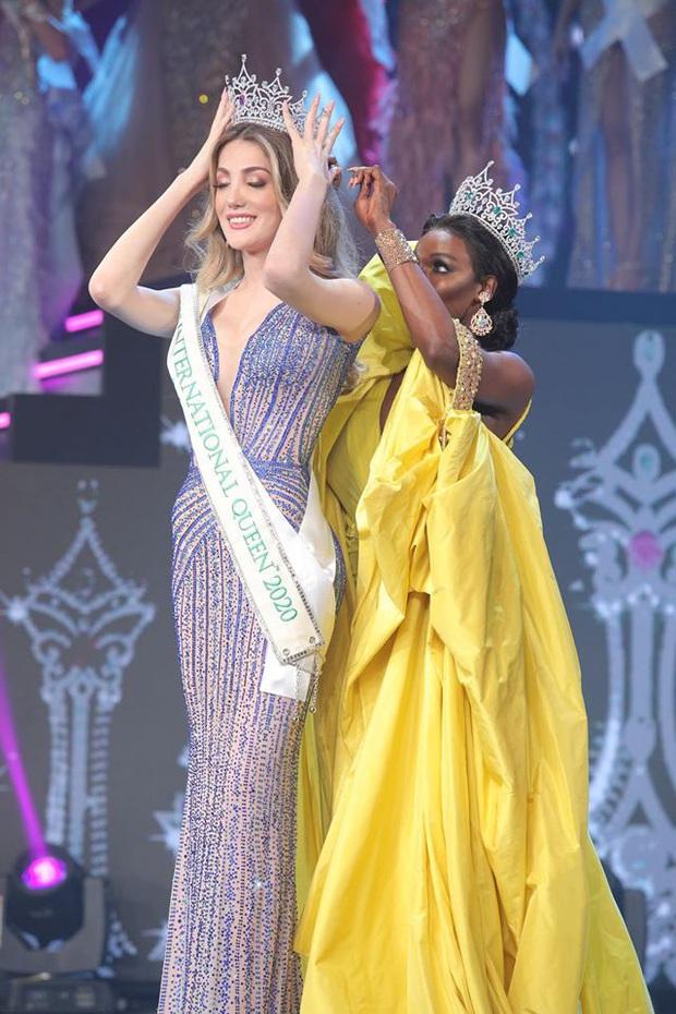 Khoảnh khắc người đẹp Mexico đăng quang Hoa hậu Chuyển giới: Chiều cao khủng chắm hết cả cựu Hoa hậu người Mỹ - Ảnh 2.