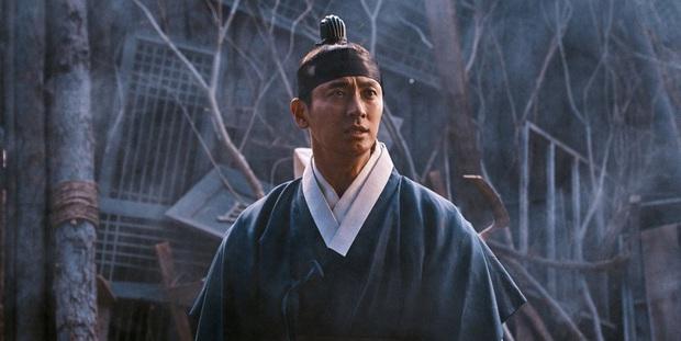 Joo Ji Hoon - Phượng hoàng lửa thiêu sạch scandal, khẳng định đẳng cấp diễn viên hàng đầu Châu Á với series Kingdom - Ảnh 17.