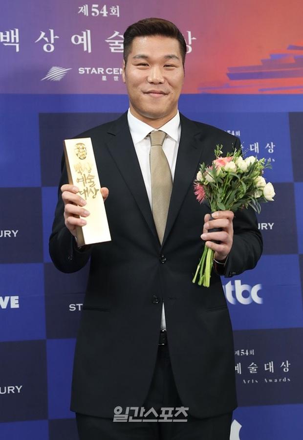 Dàn sao Hàn tạo làn sóng ủng hộ mới chống dịch Covid-19: Vợ chồng Kim Tae Hee, Won Bin chưa khủng bằng sao Dae Jang Geum - Ảnh 6.