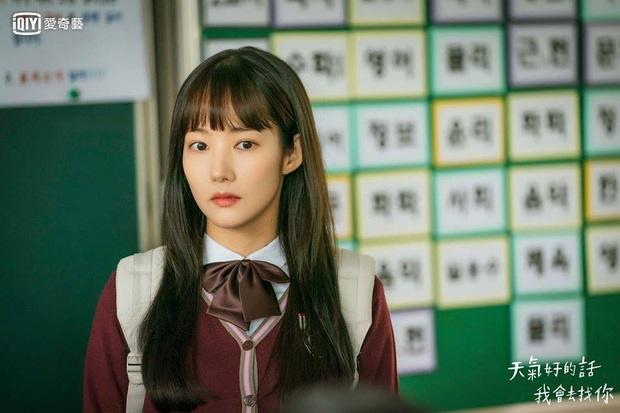 """Toang như Park Min Young trong phim mới: Tóc mái mưa """"ngố tàu"""" phản chủ lại thêm style vẽ eyeliner dìm sắc - Ảnh 3."""