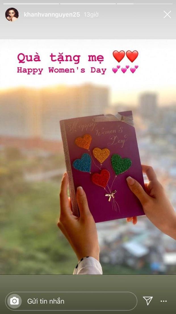 Diệp Lâm Anh khéo nịnh mẹ chồng, Khánh Vân tự tay làm thiệp cùng dàn sao Vbiz hào hứng khoe quà nhân ngày Quốc tế Phụ nữ 8/3 - Ảnh 3.