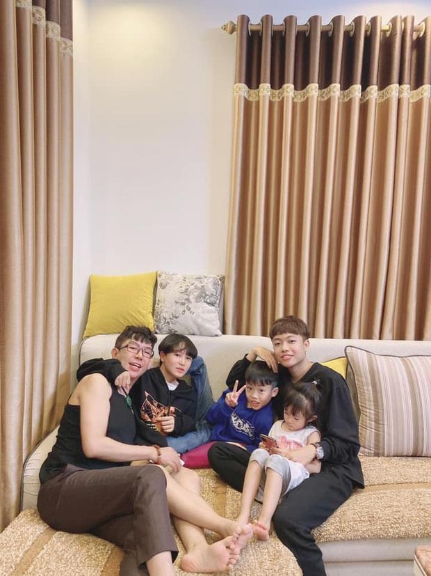 Long Nhật hiếm hoi khoe ảnh bên các con sau hàng loạt scandal đồng tính: Toàn xinh xắn, dễ thương chẳng kém nhà sao Việt nào - Ảnh 2.