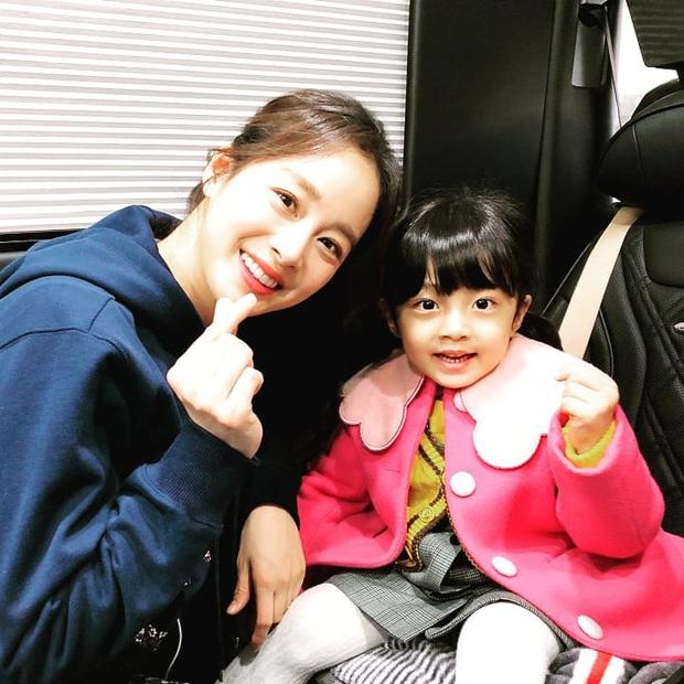 Kim Tae Hee đăng ảnh bên con gái thôi mà gây bão MXH: Màn khoe sắc đỉnh cao của 2 thế hệ cách nhau gần 4 thập kỷ - Ảnh 2.