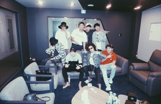 """Những lần BTS """"bắt tay"""" sao US-UK: Bài vào BXH Billboard, giúp nhóm diễn ở Grammy, bài tưởng thành hit """"khủng"""" lại flop - Ảnh 12."""