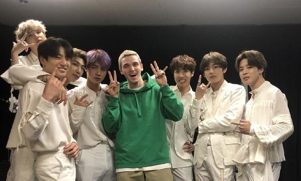 """Những lần BTS """"bắt tay"""" sao US-UK: Bài vào BXH Billboard, giúp nhóm diễn ở Grammy, bài tưởng thành hit """"khủng"""" lại flop - Ảnh 14."""