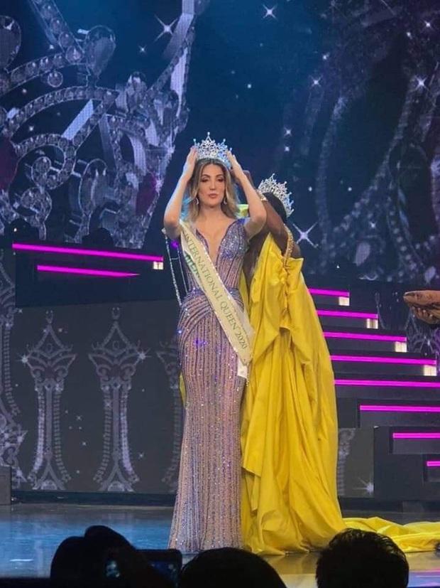 Khoảnh khắc người đẹp Mexico đăng quang Hoa hậu Chuyển giới: Chiều cao khủng chắm hết cả cựu Hoa hậu người Mỹ - Ảnh 3.