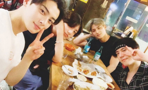"""Thân mật với mỹ nam NCT trên sân khấu, Jungkook (BTS) bất ngờ bị chỉ trích là """"quấy rối"""" khiến ARMY """"giận điên"""" đòi xin lỗi - Ảnh 6."""