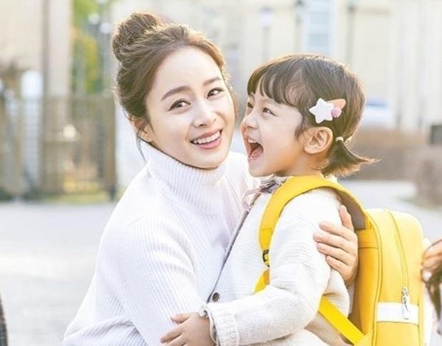 Kim Tae Hee đăng ảnh bên con gái thôi mà gây bão MXH: Màn khoe sắc đỉnh cao của 2 thế hệ cách nhau gần 4 thập kỷ - Ảnh 3.
