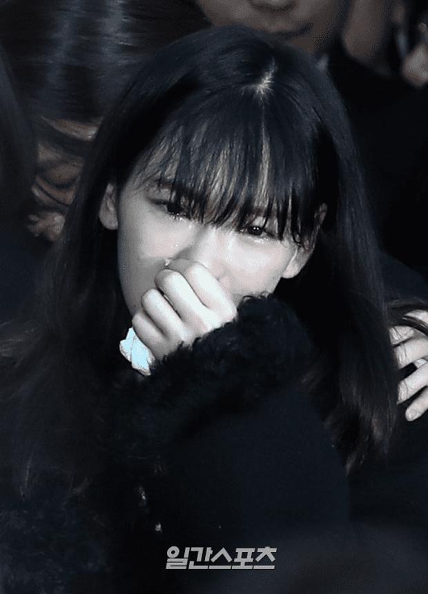 Cô gái đáng thương nhất hôm nay Taeyeon: 4 năm liên tiếp mất đi cả bố, bạn thân và người em thân thiết - Ảnh 6.