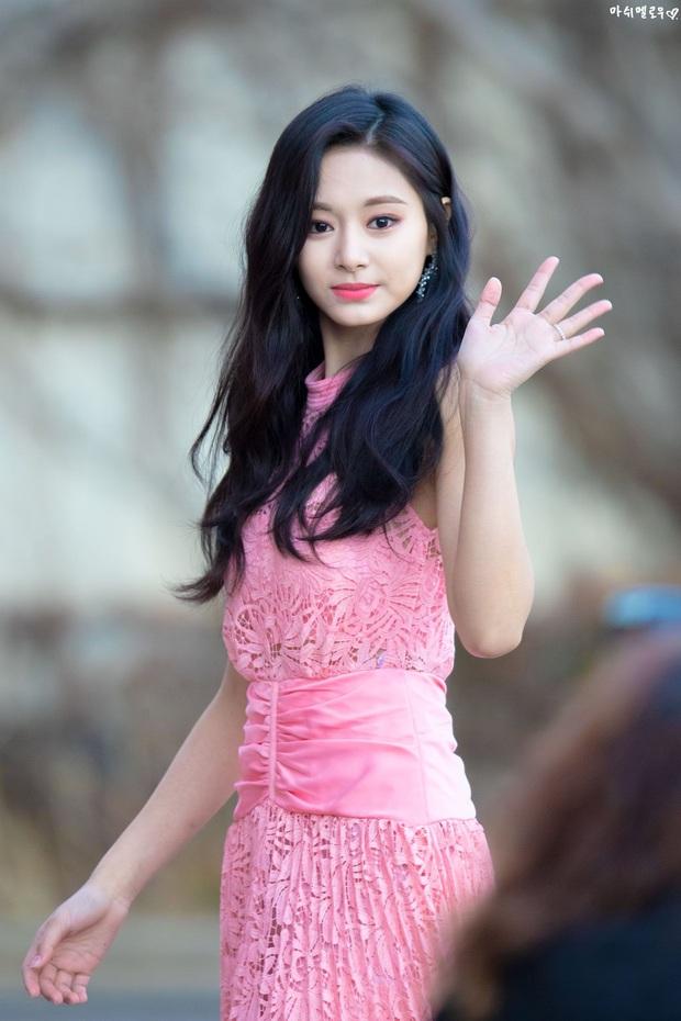 Câu hỏi vạn người tò mò: TWICE có 3 nữ thần nổi nhất Tzuyu, Nayeon và Sana, nhưng ai mới là đại diện của nhóm? - Ảnh 1.