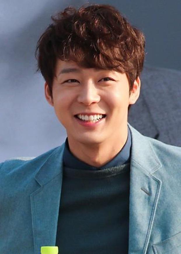 Park Yoochun livestream với em trai tài tử khi đang nhận án tù ma túy, khiến netizen phẫn nộ vì thái độ - Ảnh 3.