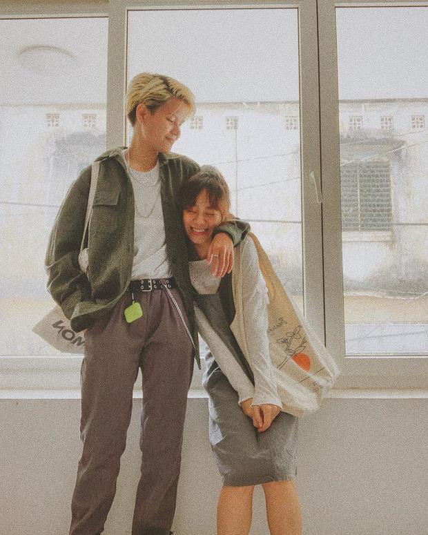Couple bách hợp gây xúc động khi come out trong vlog của Giang Ơi, nhìn ảnh đời thường tình tứ của họ còn mê hơn nữa - Ảnh 12.