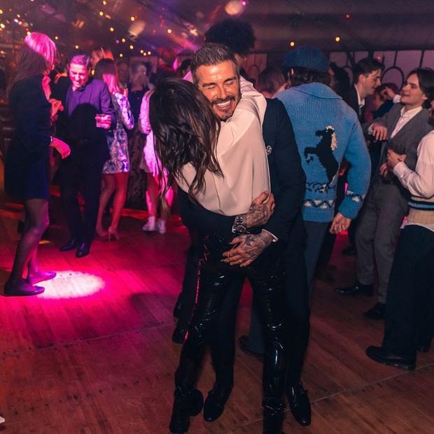 Tiệc sinh nhật tiền tỷ của Brooklyn: Vợ chồng Beckham quá nổi nhưng chưa bằng màn quẩy hết cỡ của Harper - Ảnh 9.
