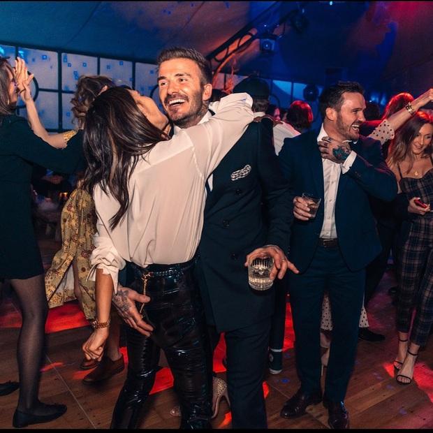 Tiệc sinh nhật tiền tỷ của Brooklyn: Vợ chồng Beckham quá nổi nhưng chưa bằng màn quẩy hết cỡ của Harper - Ảnh 4.