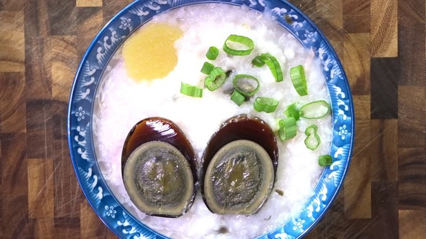 """Ngoài trứng vịt lộn, Việt Nam còn có 2 món trứng khác khiến du khách nước ngoài """"sợ xanh mặt"""" khi thưởng thức vì mùi vị khó ngửi - Ảnh 6."""