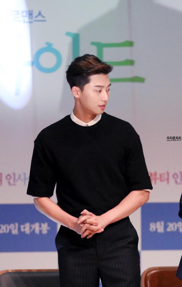 Stylist phương nào đã hại Park Seo Joon, mọi khi cool ngầu là thế nay lại ăn vận sến rện lôm côm thế này? - Ảnh 6.