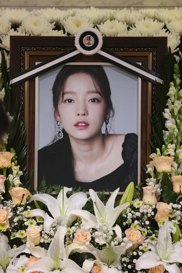 Ngày 9/3 khiến Kbiz chấn động: Gia đình Goo Hara tan nát vì tài sản, bố Taeyeon qua đời và còn đúng 2 năm Jo Min Ki tự tử - Ảnh 1.