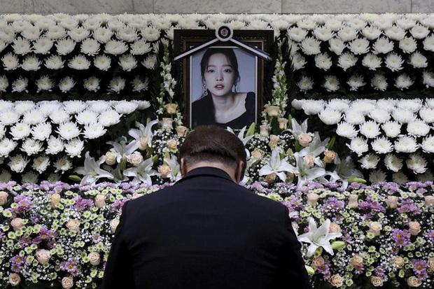 Ngày 9/3 khiến Kbiz chấn động: Gia đình Goo Hara tan nát vì tài sản, bố Taeyeon qua đời và còn đúng 2 năm Jo Min Ki tự tử - Ảnh 2.