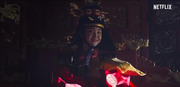 Có thể bạn chưa biết: Cú twist của Kingdom phần 1 giống y nội dung Hoàng Hậu Ki - Ảnh 3.