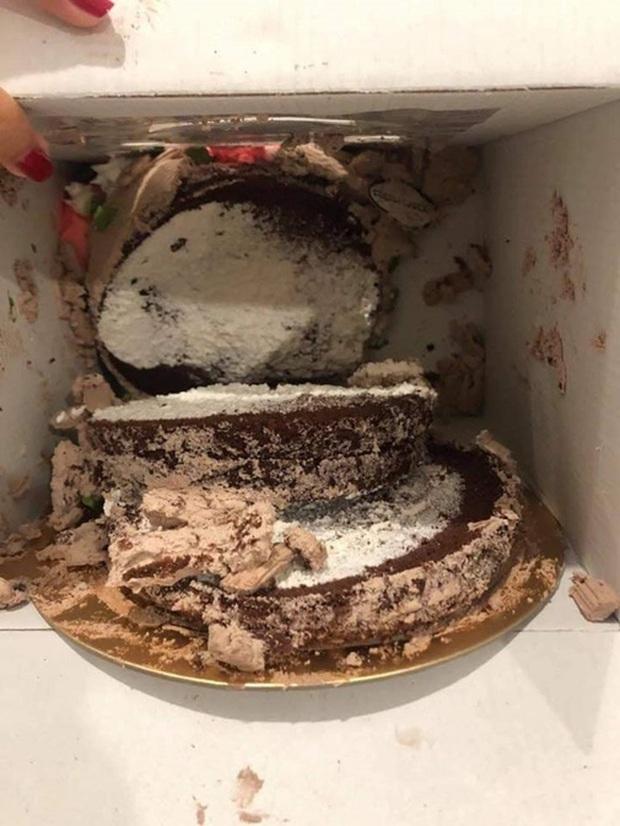 Tặng mẹ bánh kem nhân ngày 8/3, gái xinh không ngờ cái kết đắng như vậy: Một phút lỡ làng, toang luôn chiếc bánh! - Ảnh 5.