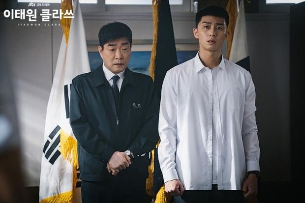 4 câu hỏi cần lời giải ở hồi kết Tầng Lớp Itaewon: Gấp lắm rồi Park Seo Joon ơi anh chọn cô nào? - Ảnh 1.