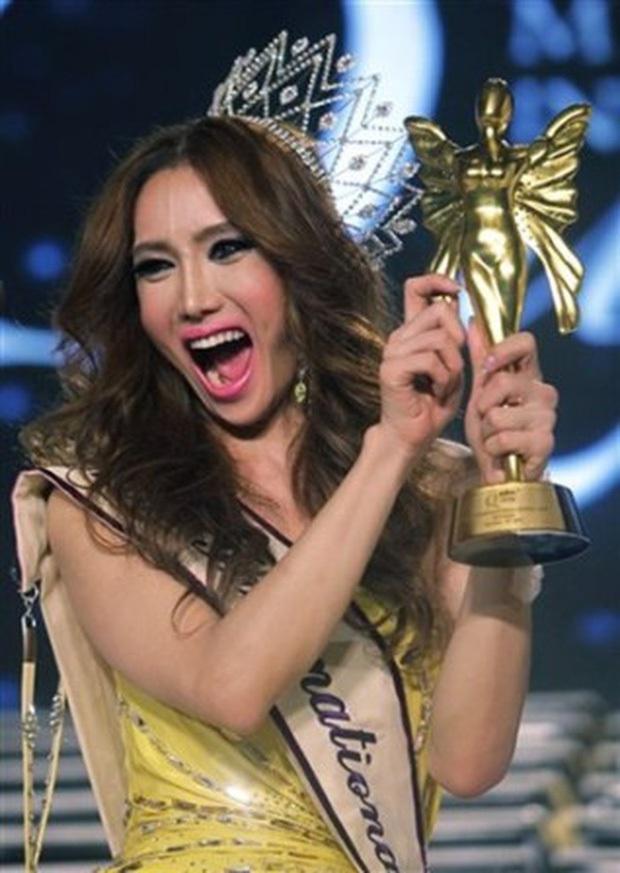 Đọ sắc Nong Poy, Hương Giang và dàn Hoa hậu chuyển giới các thời kỳ - Ảnh 12.
