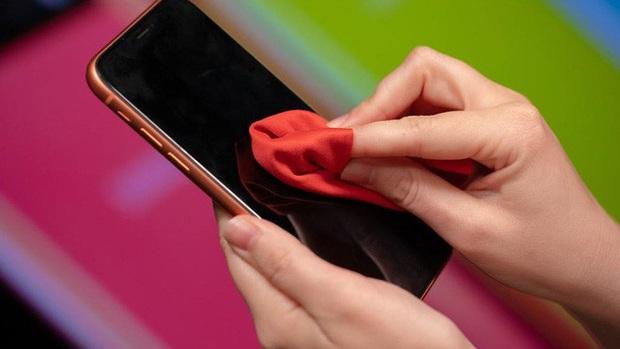 Hướng dẫn chi tiết cách vệ sinh điện thoại trong mùa dịch Covid-19 để đảm bảo an toàn nhất có thể - Ảnh 4.