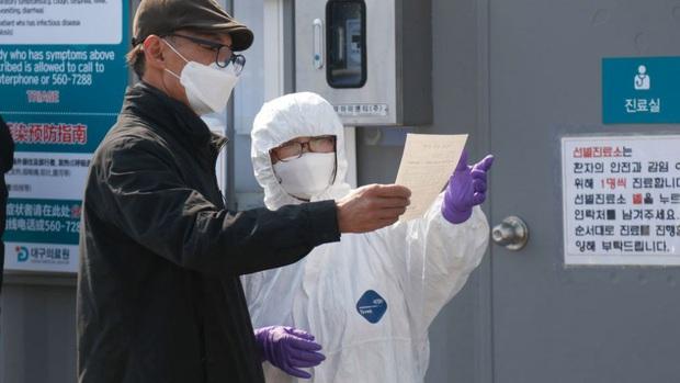 Hàn Quốc: Bệnh nhân nhiễm Covid-19 đã đi hiến máu trước khi biết mình dương tính với virus corona - Ảnh 1.