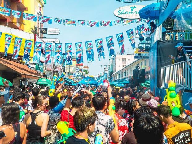 Thái Lan kêu gọi hủy bỏ lễ hội té nước Songkran nổi tiếng và loạt sự kiện vui chơi, giải trí vì dịch Covid-19 - Ảnh 3.