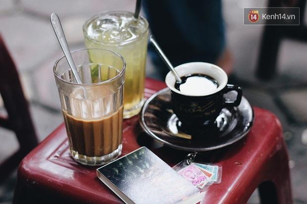 Suốt 90 năm chưa nghỉ, lần đầu tiên phải tạm đóng cửa vì dịch, hàng cà phê rang củi duy nhất ở Hà Nội phải đối mặt với những khó khăn gì? - Ảnh 2.