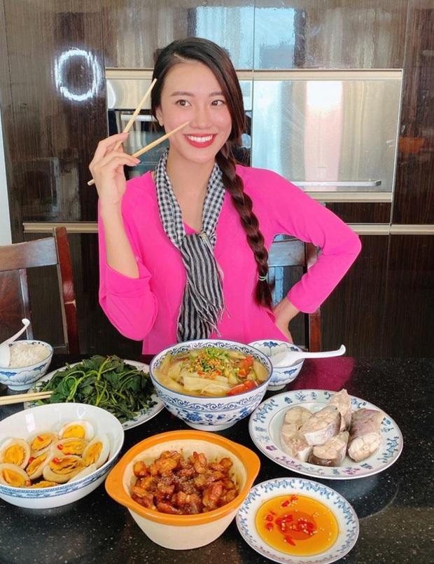 Không nhà hàng đắt đỏ, sao Vbiz tiết kiệm với mâm cơm nhà mùa dịch: Tóc Tiên nịnh chồng món ngon, Băng Di nấu bữa chỉ 50K - Ảnh 18.