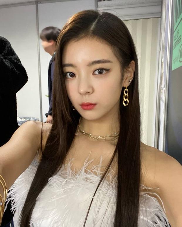 Hiếm có ai thở thôi cũng sang chảnh ngút ngàn như 5 idol nữ Kpop này: Hội siêu giàu châu Á ngay đây rồi? - Ảnh 21.