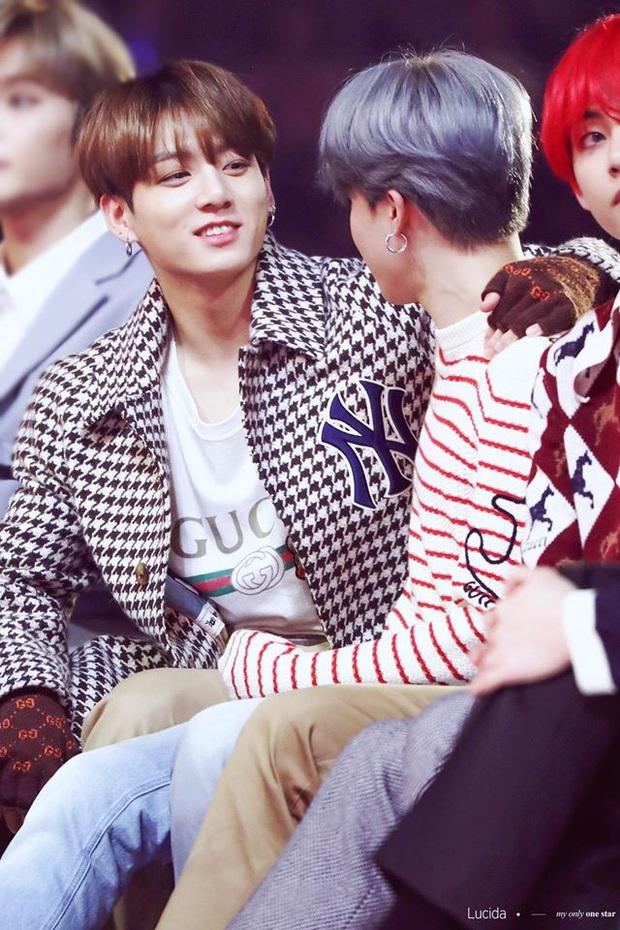 Jimin - Jungkook (BTS) leo lên top trend nhờ cảnh giường chiếu ngay trên show thực tế - Ảnh 9.