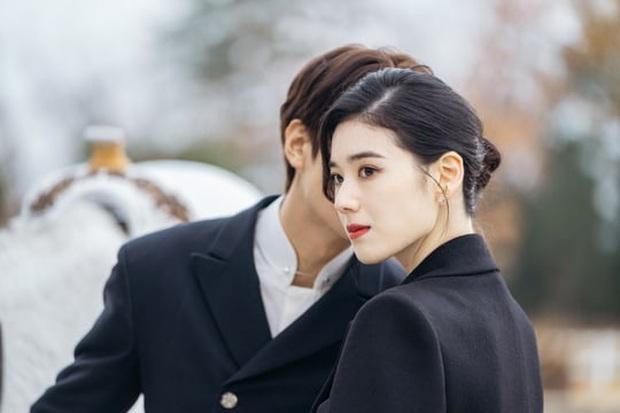 Bệ Hạ Bất Tử tung ảnh Lee Min Ho thả thính nữ thủ tướng, khán giả khen hết lời: Mũi chị còn thẳng hơn giới tính của em! - Ảnh 1.