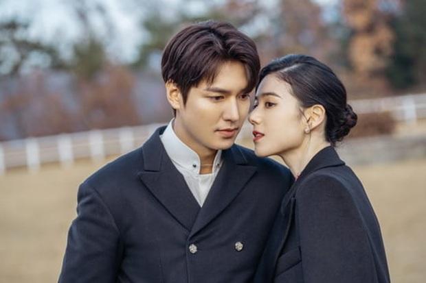 Bệ Hạ Bất Tử tung ảnh Lee Min Ho thả thính nữ thủ tướng, khán giả khen hết lời: Mũi chị còn thẳng hơn giới tính của em! - Ảnh 3.