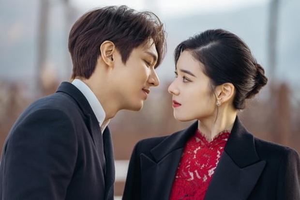 Bệ Hạ Bất Tử tung ảnh Lee Min Ho thả thính nữ thủ tướng, khán giả khen hết lời: Mũi chị còn thẳng hơn giới tính của em! - Ảnh 4.