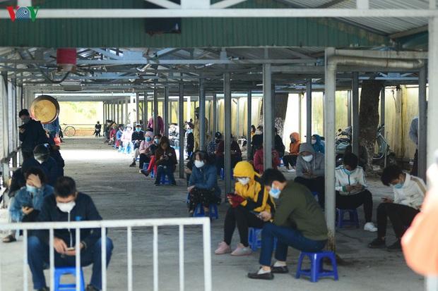 Người dân đổ về, các khu vực test nhanh Covid-19 ở Hà Nội tăng đột biến - Ảnh 4.