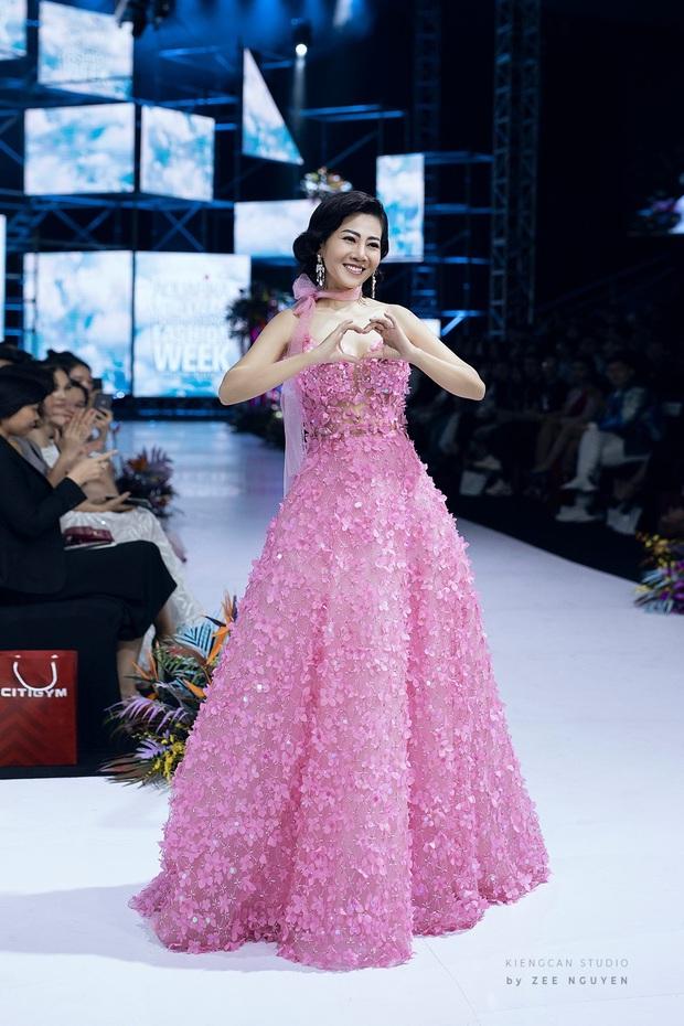 Bộ váy Mai Phương diện trong lần hiếm hoi diễn catwalk được bán đấu giá để hỗ trợ con gái cô - Ảnh 2.