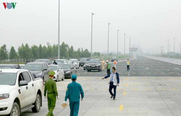 Quảng Ninh vận động quay đầu những phương tiện không có nhiệm vụ cấp thiết - Ảnh 10.