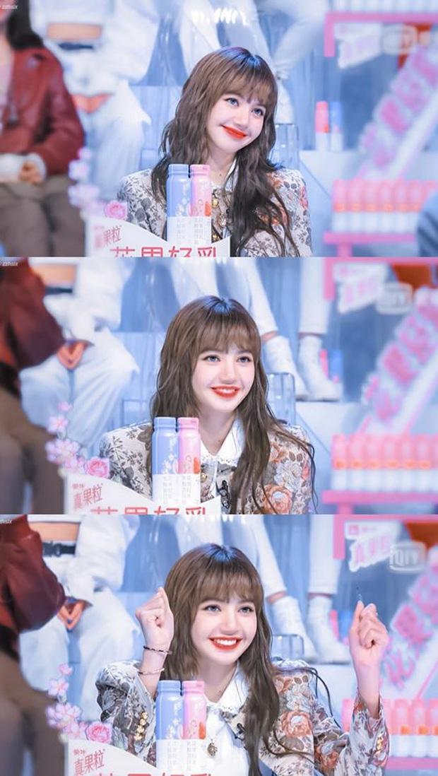 5 tạo hình gây bão của Lisa tại show xứ Trung: Lột xác ngoạn mục, từ tóc thẳng dịu dàng đến xoăn nhẹ, lần rẽ mái là bùng nổ nhất - Ảnh 7.